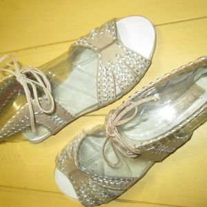 NEW $95 DKNY Elin Size 8 Taupe Leather Sandals